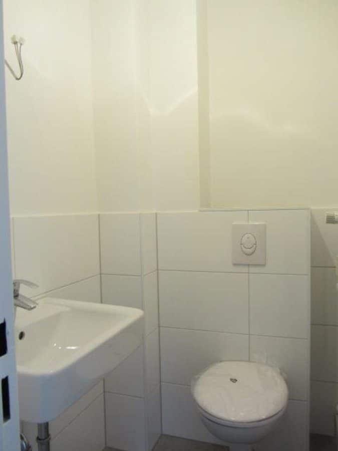 Wie neu - komplett instandgesetzte 4-Zimmer-Wohnung im grünen Berlin-Waidmannslust! - WC separat