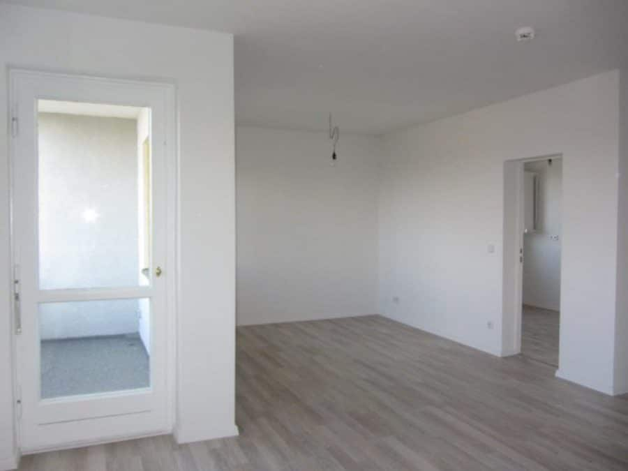 Wie neu - komplett instandgesetzte 4-Zimmer-Wohnung im grünen Berlin-Waidmannslust! - Wohnzimmer Richtung Küche