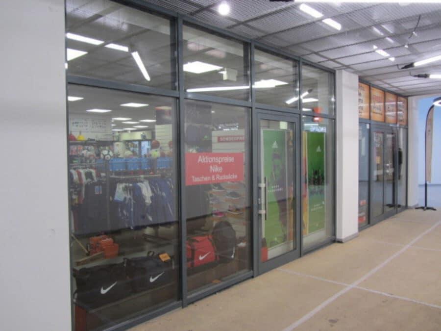 Ladenfläche mit großer Schaufensterfläche direkt an Landsberger Allee provisionsfrei zu vermieten - Innenfront 1