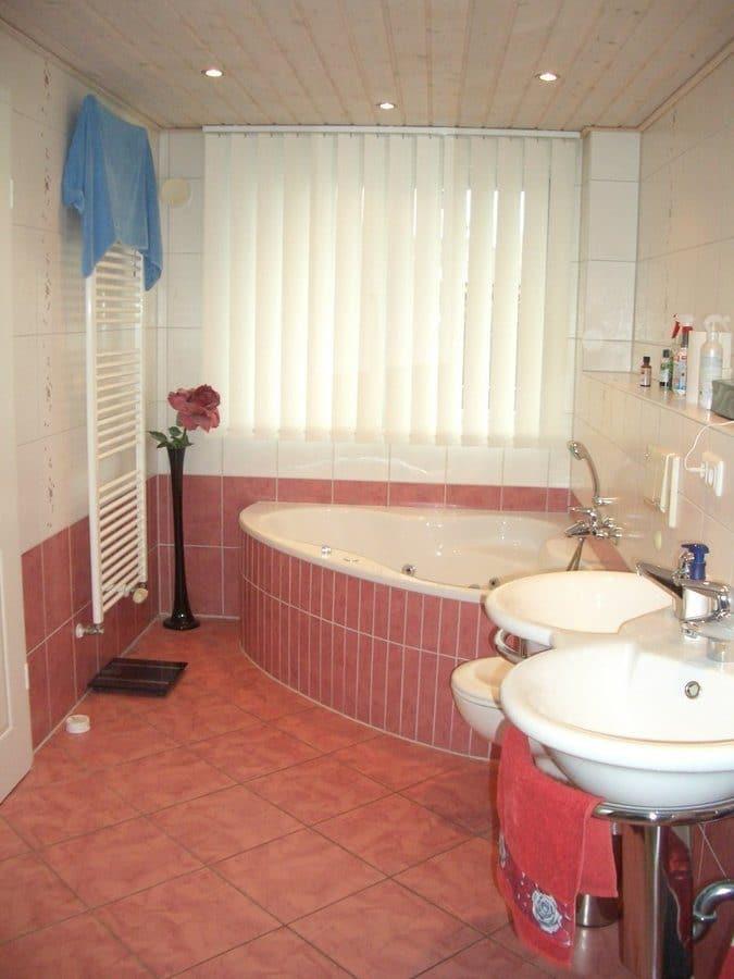 Niedrigenergiehaus in sehr gepflegtem Zustand in grüner Ruhiglage von Falkensee zu verkaufen! - Badezimmer