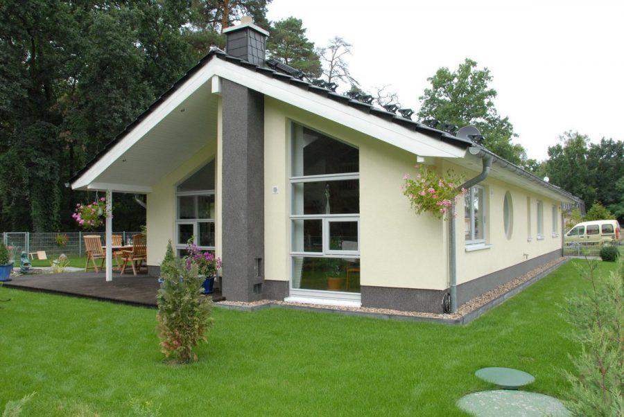 Niedrigenergiehaus in sehr gepflegtem Zustand in grüner Ruhiglage von Falkensee zu verkaufen! - Blick von Seite