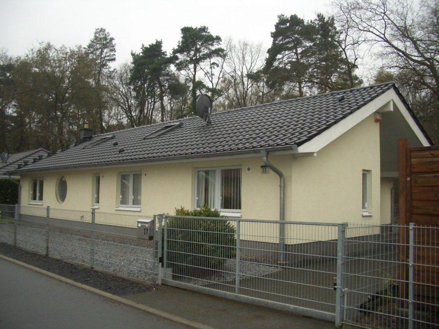 Niedrigenergiehaus in sehr gepflegtem Zustand in grüner Ruhiglage von Falkensee zu verkaufen! - Haus vorne