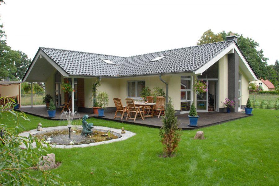 Niedrigenergiehaus in sehr gepflegtem Zustand in grüner Ruhiglage von Falkensee zu verkaufen! - Blick vom Garten