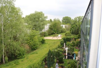 Am Stadtrand Berlins in Karow: 4-Zimmer-Maisonette-Wohnung mit Wintergarten in ruhiger Seitenstraße, 13125 Berlin, Etagenwohnung