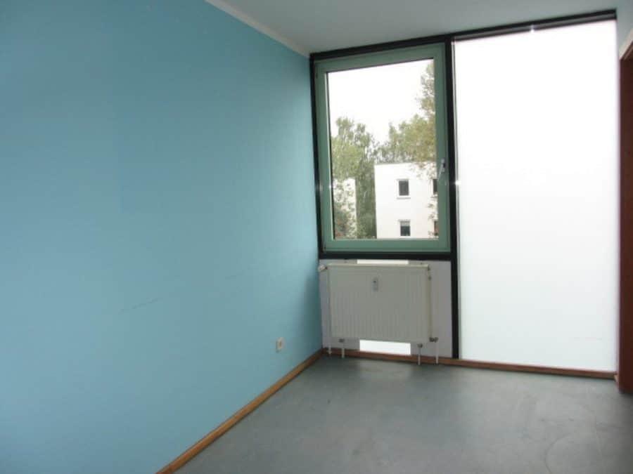 Am Stadtrand Berlins in Karow: 4-Zimmer-Maisonette-Wohnung mit Wintergarten in ruhiger Seitenstraße - Kinderzimmer 1