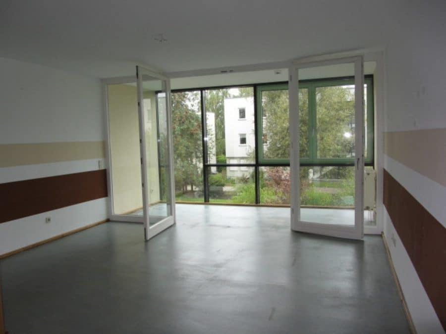 Am Stadtrand Berlins in Karow: 4-Zimmer-Maisonette-Wohnung mit Wintergarten in ruhiger Seitenstraße - Wohnzimmer