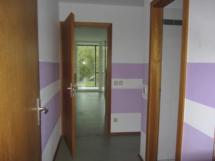 Am Stadtrand Berlins in Karow: 4-Zimmer-Maisonette-Wohnung mit Wintergarten in ruhiger Seitenstraße - Flur