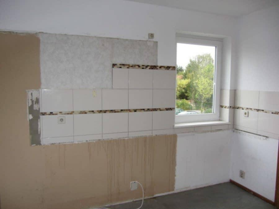 Am Stadtrand Berlins in Karow: 4-Zimmer-Maisonette-Wohnung mit Wintergarten in ruhiger Seitenstraße - Küche/Fenster