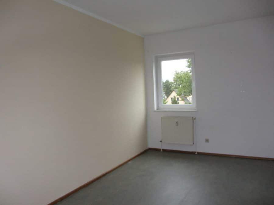 Am Stadtrand Berlins in Karow: 4-Zimmer-Maisonette-Wohnung mit Wintergarten in ruhiger Seitenstraße - Schlafzimmer