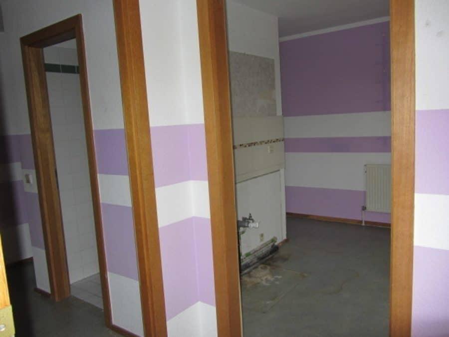 Am Stadtrand Berlins in Karow: 4-Zimmer-Maisonette-Wohnung mit Wintergarten in ruhiger Seitenstraße - Flur/Küche