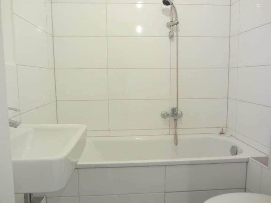 Komplett renovierte 1-Zimmer-Wohnung im grünen Berlin-Reinickendorf (Waidmannslust) zu vermieten! - Wannenbad