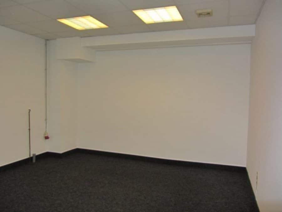 Sommeraktion: Jetzt mieten und ein Jahr die halbe Miete sparen! Eingerichtete und gepflegte Büroflächen in Berlin-Treptow-Köpenick - provisionsfrei! - großer Lagerraum