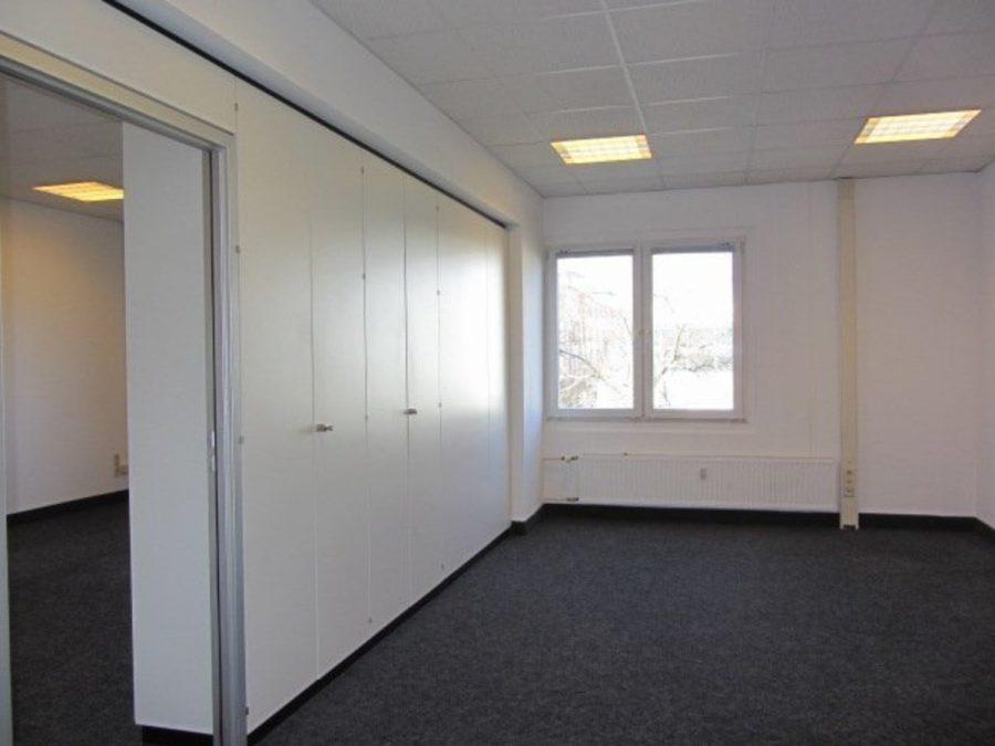 Sommeraktion: Jetzt mieten und ein Jahr die halbe Miete sparen! Eingerichtete und gepflegte Büroflächen in Berlin-Treptow-Köpenick - provisionsfrei! - Raum 1 - vorne rechts