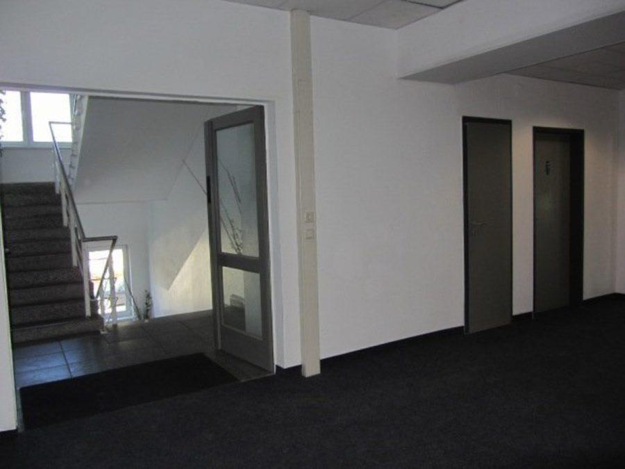 Sommeraktion: Jetzt mieten und ein Jahr die halbe Miete sparen! Eingerichtete und gepflegte Büroflächen in Berlin-Treptow-Köpenick - provisionsfrei! - Flur zum Treppenhaus - WC´s