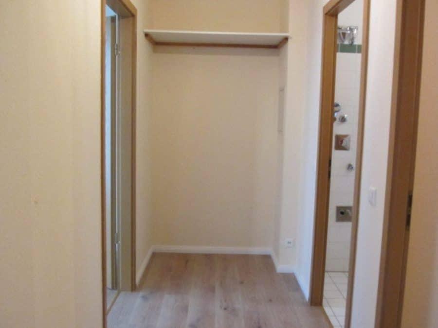 Helle 2-Zimmer-Wohnung mit Wintergarten in ruhiger Seitenstraße von Berlin-Karow zu vermieten! - Flur