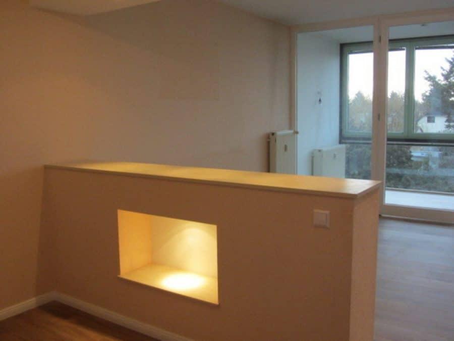 Helle 2-Zimmer-Wohnung mit Wintergarten in ruhiger Seitenstraße von Berlin-Karow zu vermieten! - Küchentresen zum Wohnzimmer