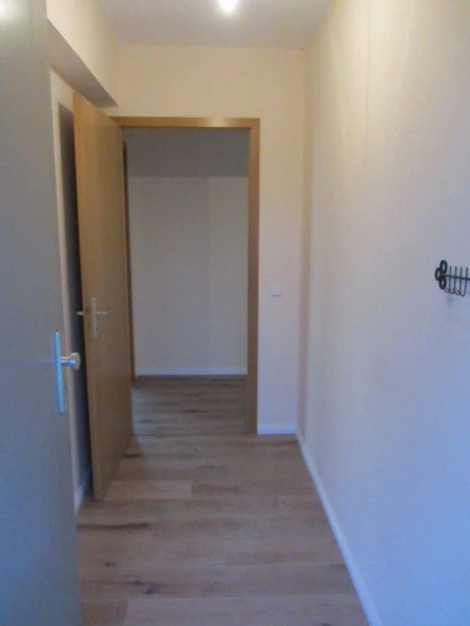 Helle 2-Zimmer-Wohnung mit Wintergarten in ruhiger Seitenstraße von Berlin-Karow zu vermieten! - Eingangsbereich