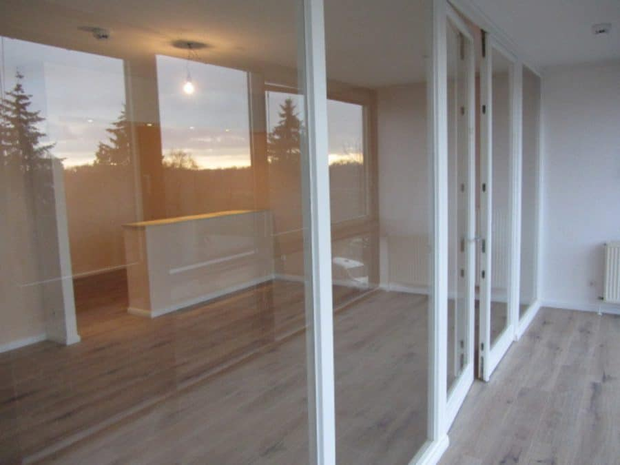 Helle 2-Zimmer-Wohnung mit Wintergarten in ruhiger Seitenstraße von Berlin-Karow zu vermieten! - Wintergarten zum Wohnzimmer