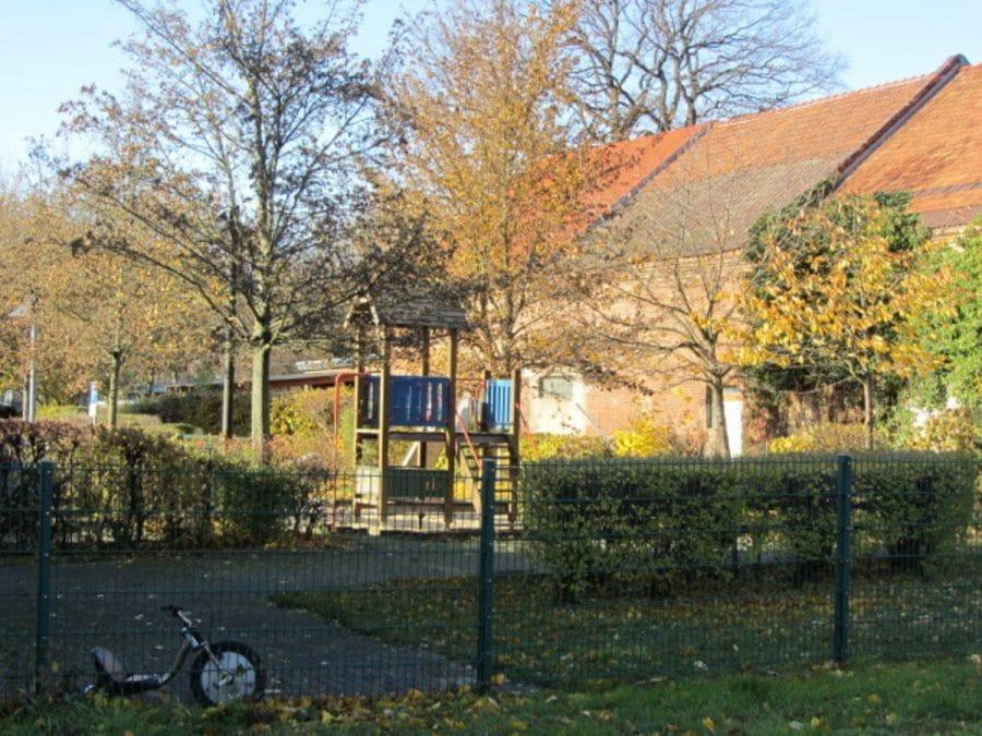 Tolle 2-Zimmer-Wohnung in Berlin-Blankenburg (Pankow) - Spielplatz