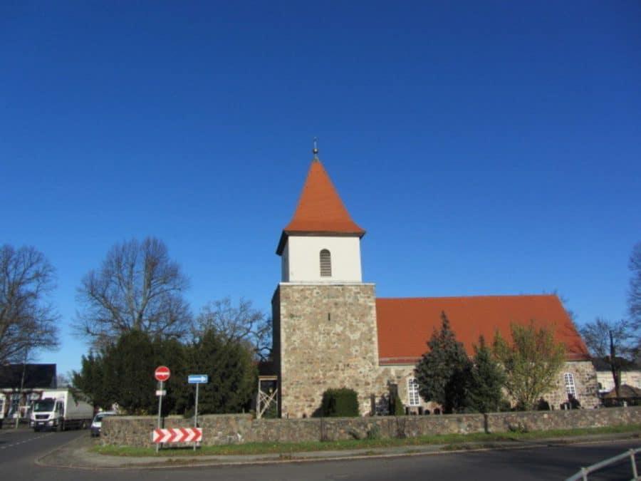 Tolle 2-Zimmer-Wohnung in Berlin-Blankenburg (Pankow) - Dorfkirche