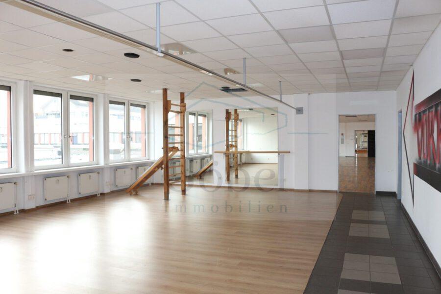 Tanzschule, Gemeinschaftspraxis, o. ä.? Großzügige Gewerbefläche in der Storchengalerie zu vermieten - Großraum 1