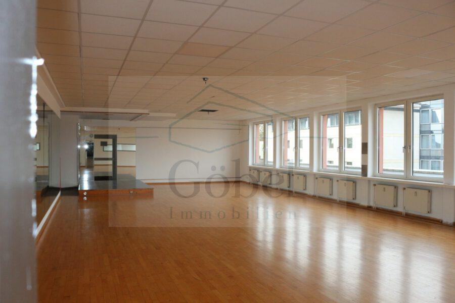 Tanzschule, Gemeinschaftspraxis, o. ä.? Großzügige Gewerbefläche in der Storchengalerie zu vermieten - Großraum 3