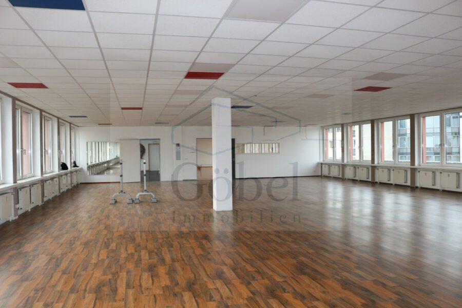 Tanzschule, Gemeinschaftspraxis, o. ä.? Großzügige Gewerbefläche in der Storchengalerie zu vermieten - Großraum 2
