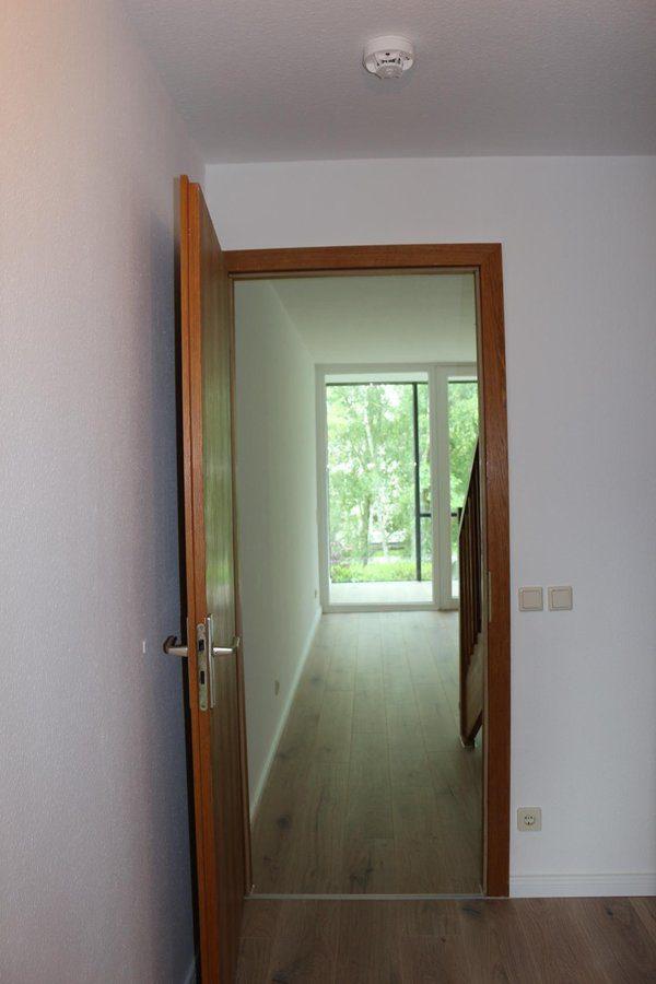 Fast wie im Reihenhaus: 4-Zimmer-Maisonette-Wohnung mit Wintergarten in ruhiger Seitenstraße von Berlin-Karow zu vermieten! - Flur