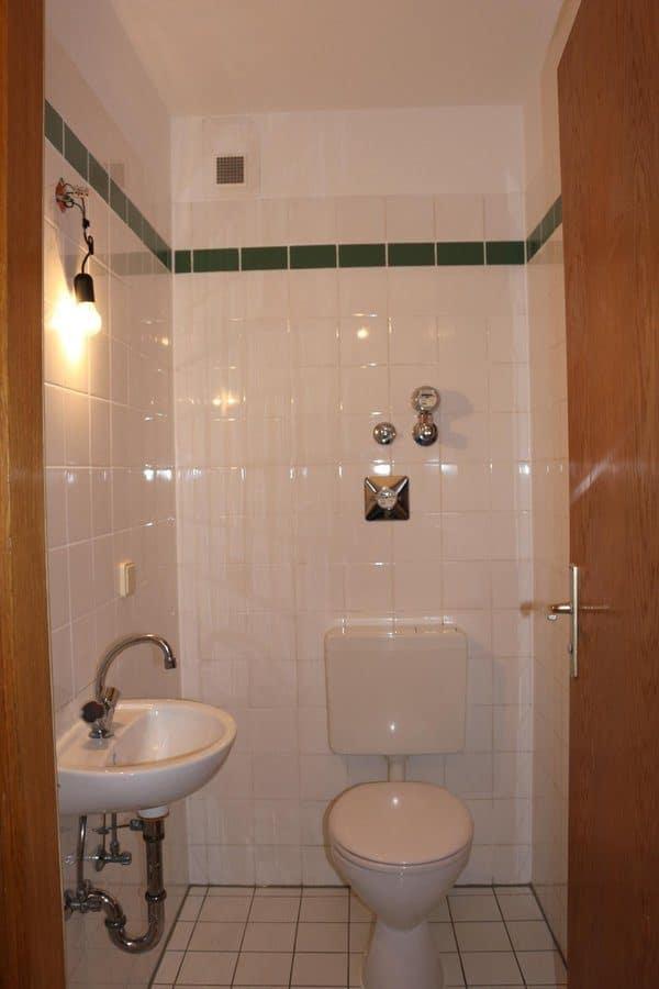 Fast wie im Reihenhaus: 4-Zimmer-Maisonette-Wohnung mit Wintergarten in ruhiger Seitenstraße von Berlin-Karow zu vermieten! - Gäste-WC