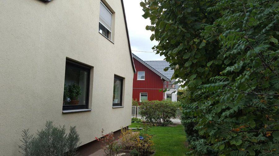 Gepflegtes Einfamilienhaus in ruhiger Seitenstraße in Berlin-Neukölln (Rudow) zu verkaufen. - Seitlicher Blick